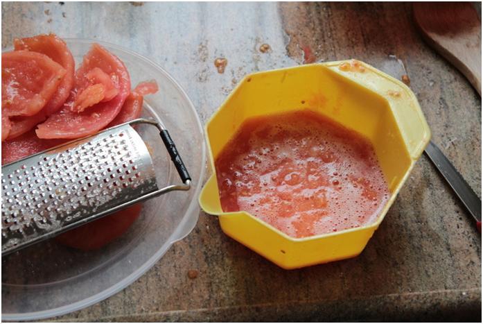 הכנת מיץ עגבניות לפסטה