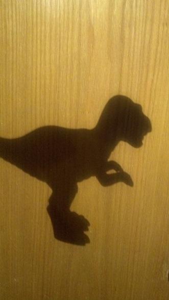 דינוזאור בחושך