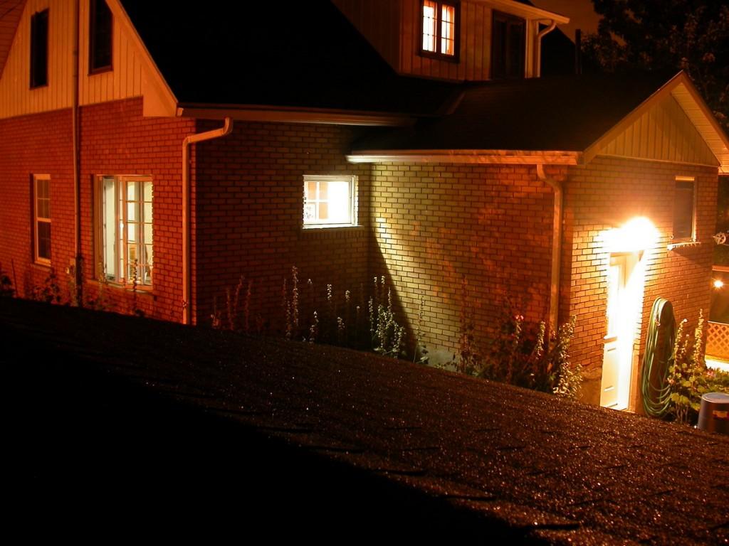 בית מואר בלילה