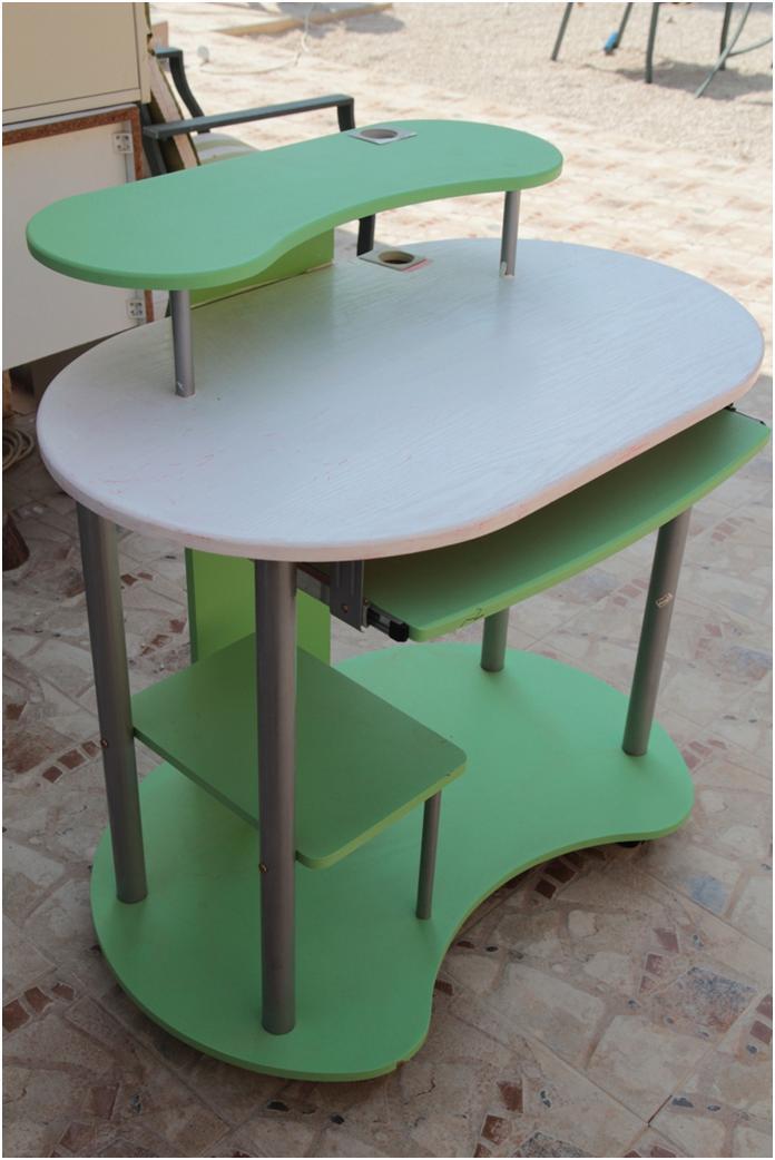 שולחן המחשב זנוח