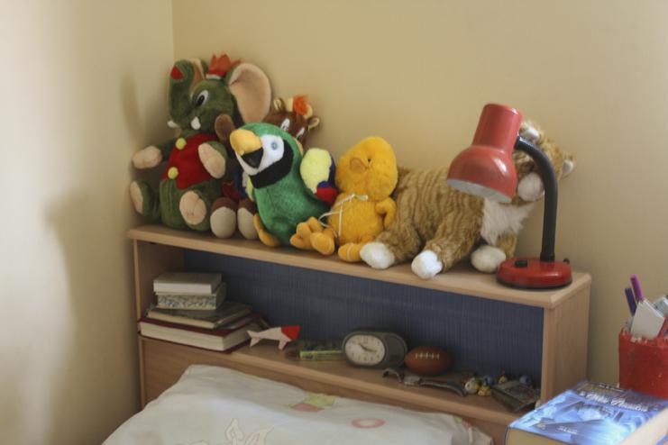 אור קטן ליד המיטה של כל אחד מהילדים
